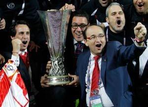 Unai Emery y Jose Castro levantan la tercera Europa League