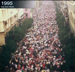 Manifestación de la afición del Sevilla en agosto de 1995 en protesta por el descenso a Segunda B